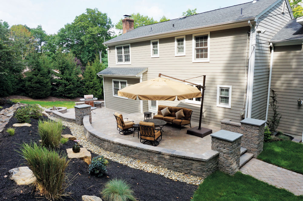 Backyard patios libertystone hardscaping systems for Backyard patio ideas pictures